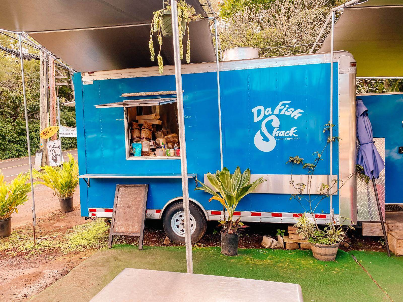 Blue food truck place to eat in Hana Hi