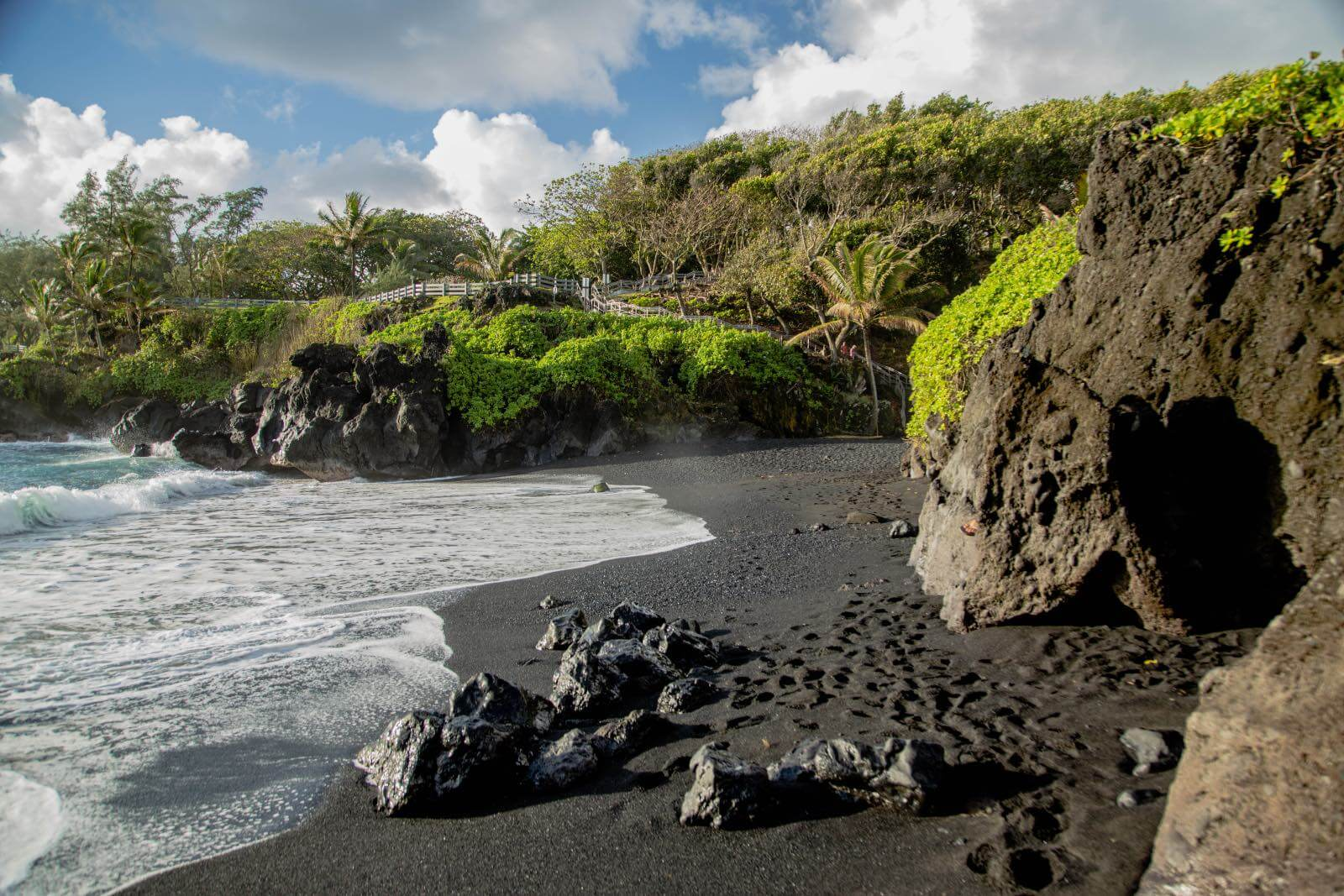 Black sand beach at Wai'anapanapa