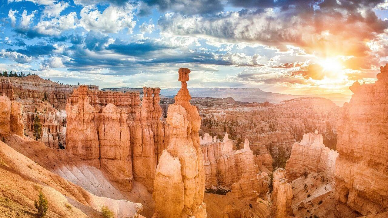On the rim trail in Bryce Canyon National Park