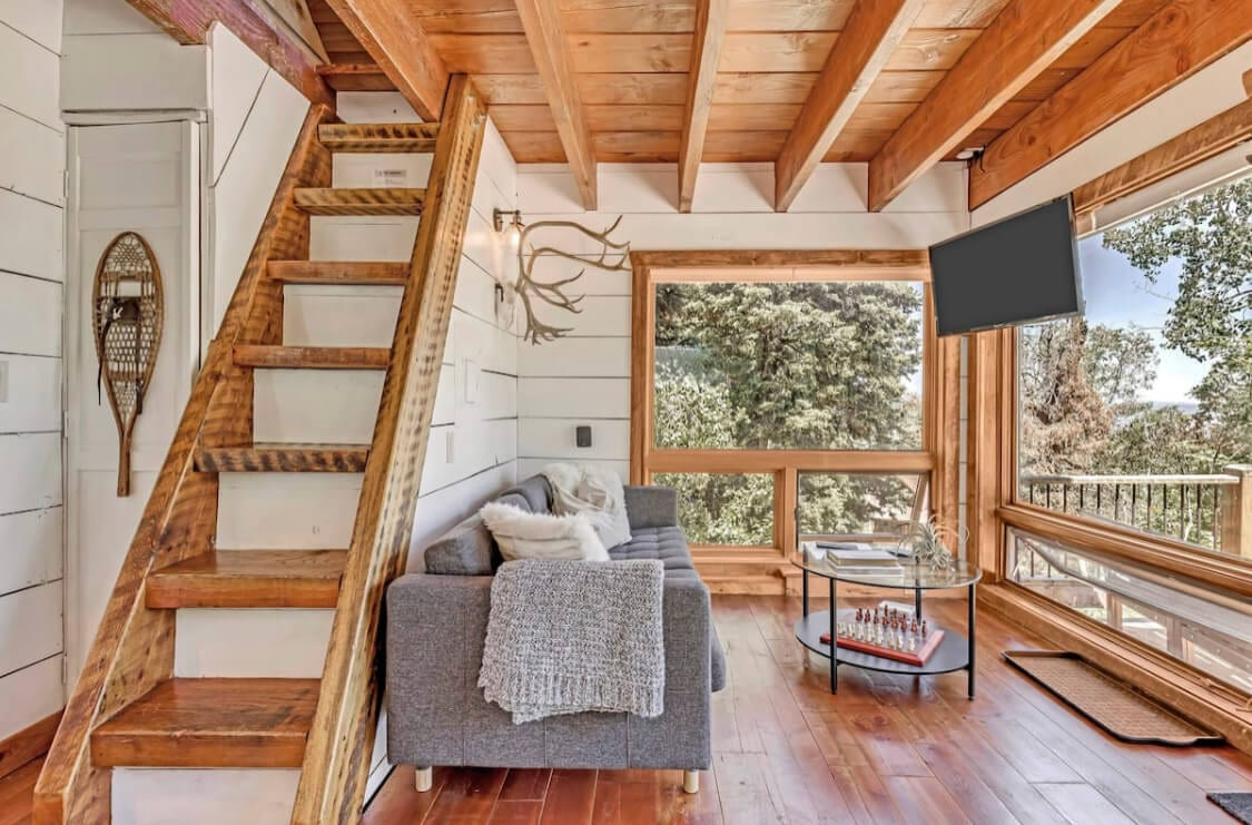 Dreamy tree house Airbnb in Utah