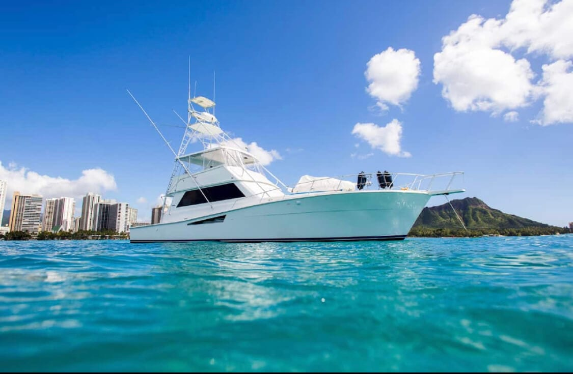Luxury yacht for an Airbnb stay in Oahu