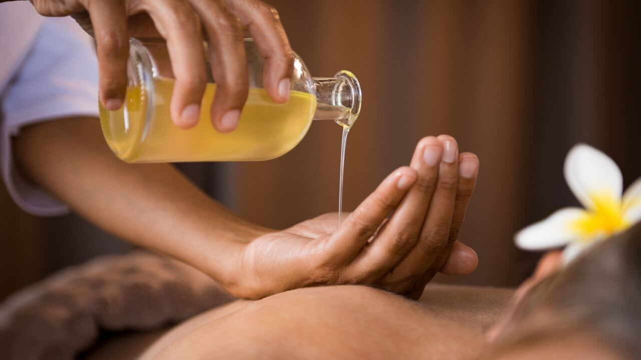 A lomilomi massage in Hawaii