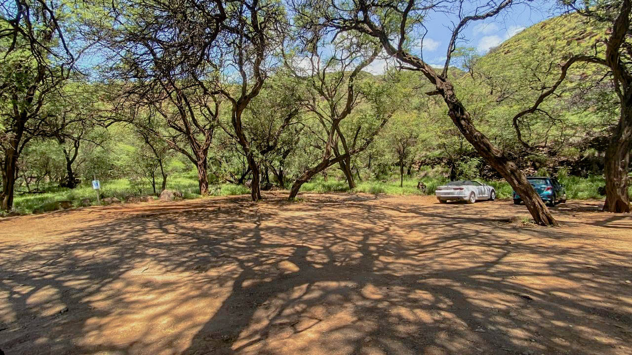 The parking lot at the Lahaina Pali Hike